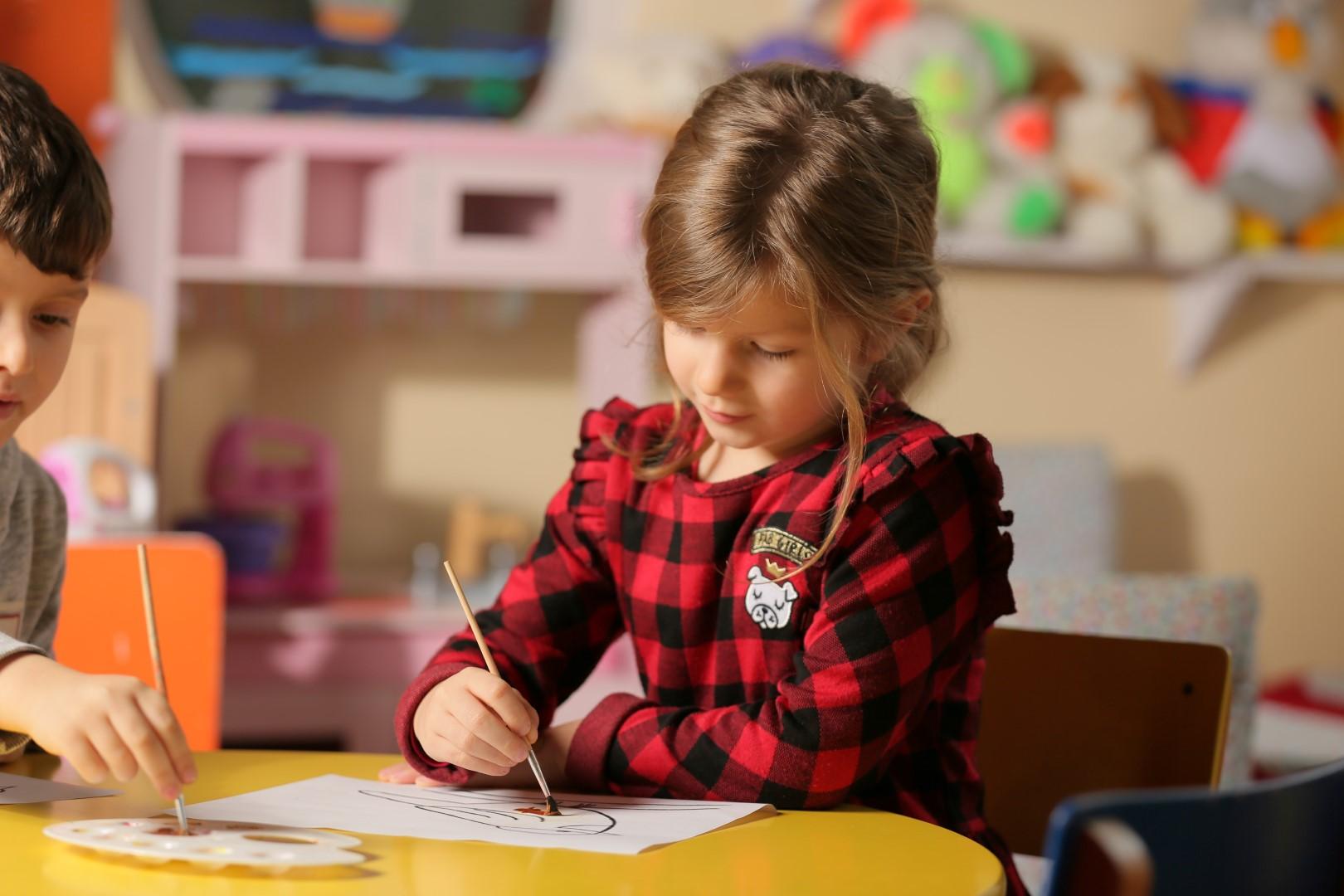 Ushqimi ditor për fëmijët e moshës 4-6 vjeç me mësim ditor