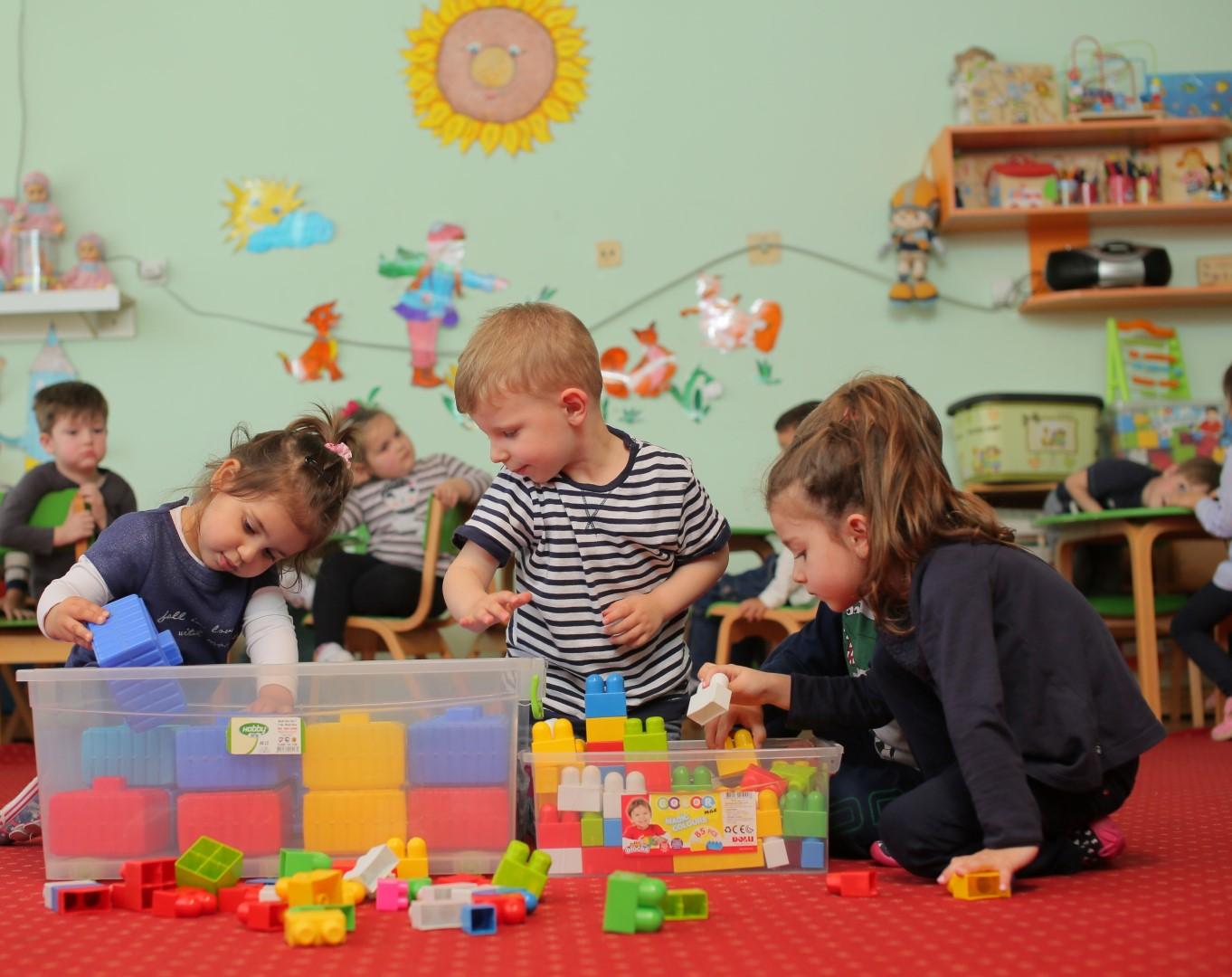 Ushqimi ditor për fëmijët e moshës 2-3 vjeç me qëndrim të vazhduar
