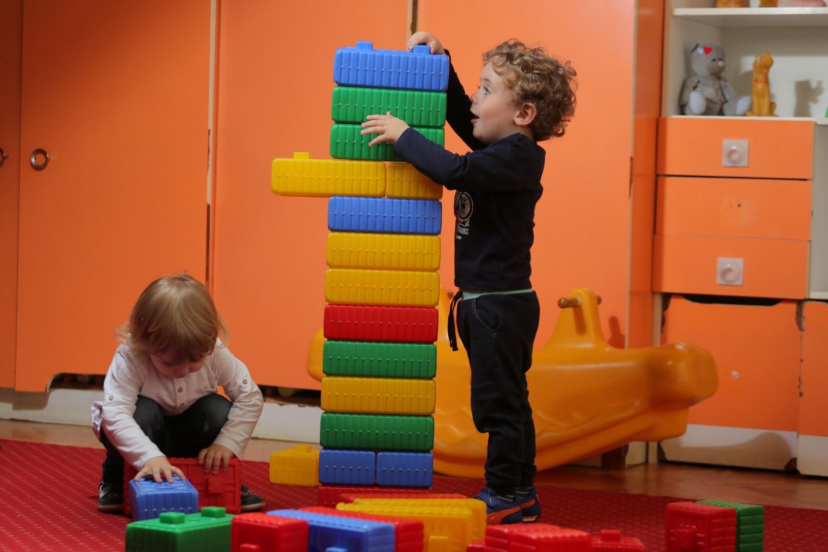 Режим на ден на деца во Центар за ран детски развој во прва смена