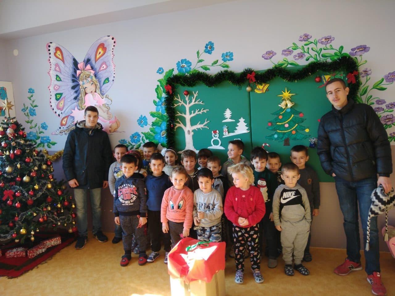 """Новогодишни подароци за дечињата од Центар за Ран детски развој """"Сонце"""""""