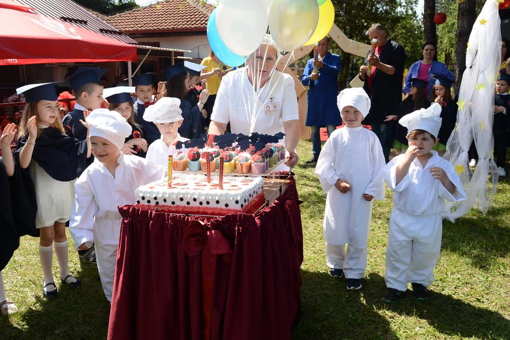 """Мини забава за мини матуранти во објект """"Бубамара"""""""